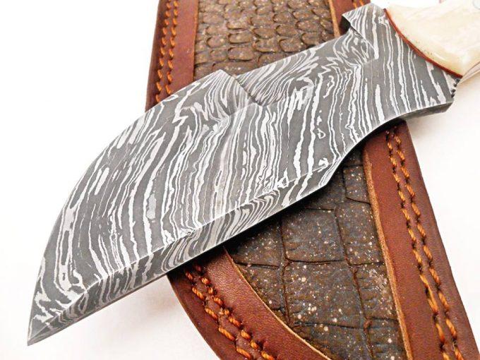 Beautiful-Dmascus-Steel-Hunting-Tracker-Knife-High-Quality