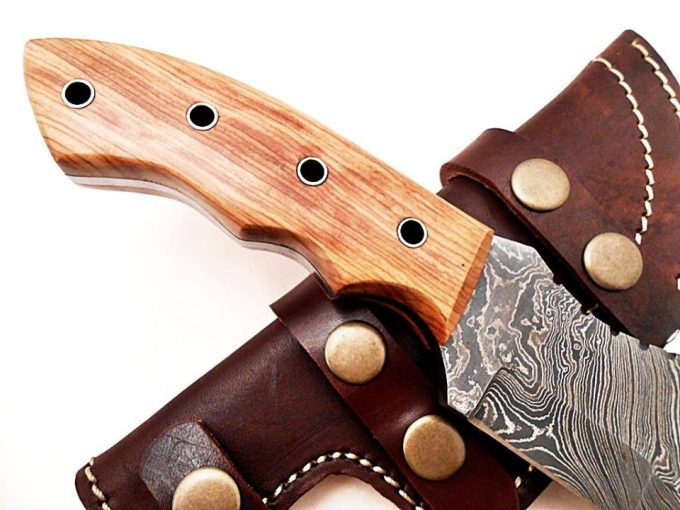 Damascus-Steel-Hunting-Tracker-Knife-With-Cow-Wood-Handle