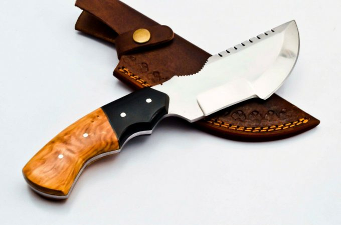 D2-Steel-Hunting-Tracker-Knife-Olive-Wood-And-Black-Micarta-Handle