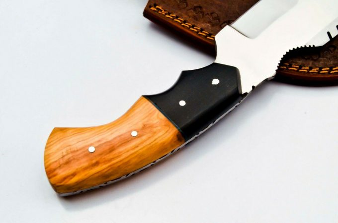 Hunting-Tracker-Knife-With-Olive-Wood-And-Black-Micarta-Handle