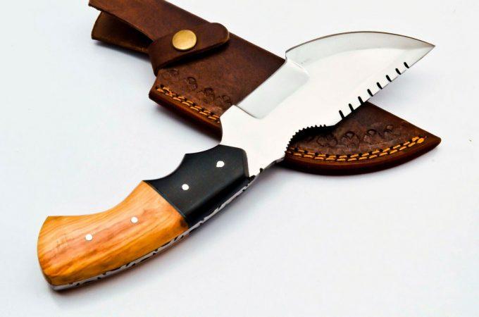 Custom-Handmade-D2-Steel-Hunting-Tracker-Knife-With-Olive-Wood-And-Black-Micarta-Handle