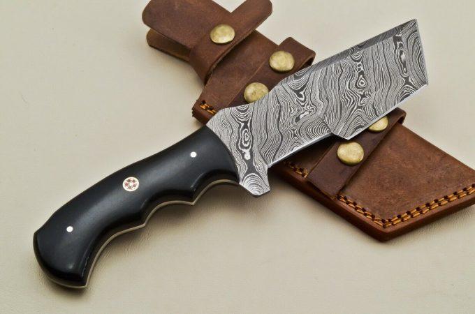 Beautiful-Damascus-Steel-Hunting-Tracker-Knife-Best-Quality