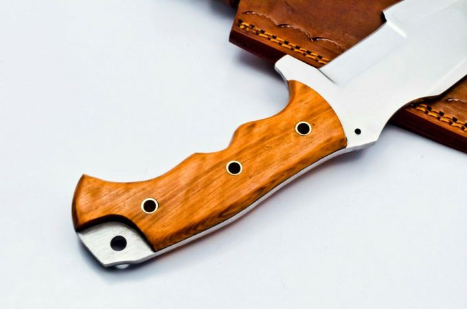 Custom-Handmade-D2-Steel-Hunting-Tracker-Knife-With-Olive-Wood-Handle