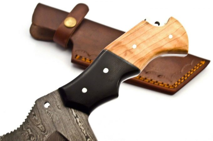 Damascus-Steel-Hunting-Tracker-Knife-With-Olive-Wood-And-Black-Micarta-Handle