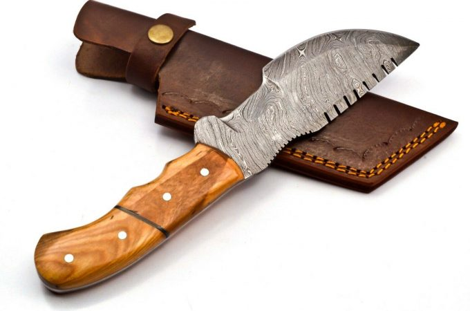 Hunting-Tracker-Knife-With-Olive-Wood-Handle