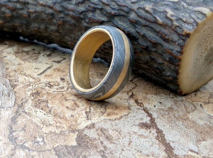 Custom-Handmade-Damascus-Steel-Beautiful-Ring-With-Brass-Inlay-Ring