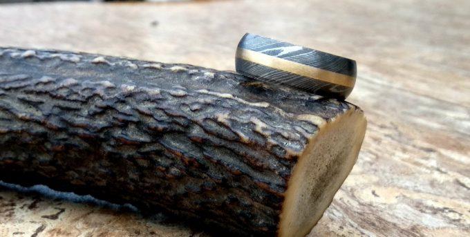 Handmade-Damascus-Steel-Beautiful-Ring-With-Brass-Inlay-Ring